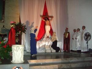 La noche del Sábado Santo se celebra la resurrección del Señor.
