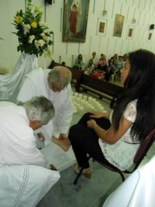 El Jueves Santo los sacerdotes conmemoran el lavatorio de los pies de Jesús a los apóstoles.