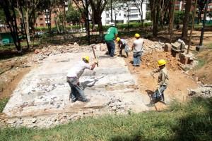 Las bases donde estuvieron por varios años los bustos del maestro Carlos Gómez Castro, fueron derrumbadas. - Javier Gutiérrez /GENTE DE CABECERA