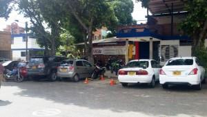 Detrás del parqueadero de Pepe Ganga hay un sitio que muchos usan para estacionar sus vehículos