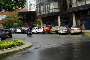 Este punto, detrás del Centro Empresarial Chicamocha, blanco de peleas entre 'cuidadores de carros'