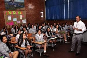 Junto a sus estudiantes del Instituto Santa María Goretti.