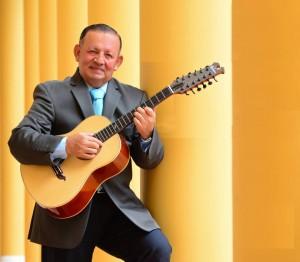 Lucas Céspedes Ayala es un destacado tiplista e intérprete de reconocidos temas nacionales e internacionales. - Suministrada / GENTE DE CABECERA