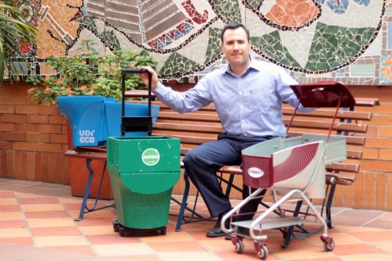 Julián Gualdrón hace parte del equipo de trabajo de Proyección Social de la UDI