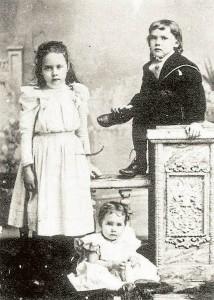 Niños del hogar Peña Puyana, es decir hijos del General Alejandro Peña y Francisca Puyana Martínez. - Tomada de www.ellibrototal