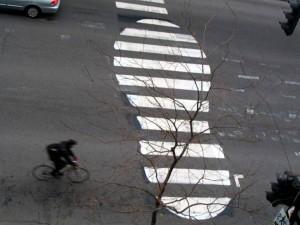 En Montreal, Canadá, este zapato  fue realizado por el artista Roadsworth, quien comenzó a pintar las calles de esta ciudad en 2001