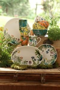 Para lograr su propia huerta siembre las especias que más utiliza al cocinar. No importa el espacio que tenga, organice los mugs y bowls sobre una superficie de madera, como lo muestra Corona.