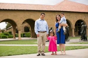 Junto a su esposo y sus hijos, quienes han sido claves en sus avances académicos