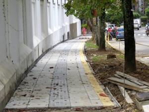 La institución educativa también trabaja en la remodelación de andenes, en la carrera 27A