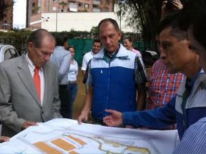 Alberto Montoya Puyana, rector de la Unab, estuvo en el sitio viendo el avance de las obras - Suministrada / GENTE DE CABECERA
