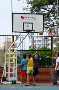 Baloncesto en el parque San Pío.