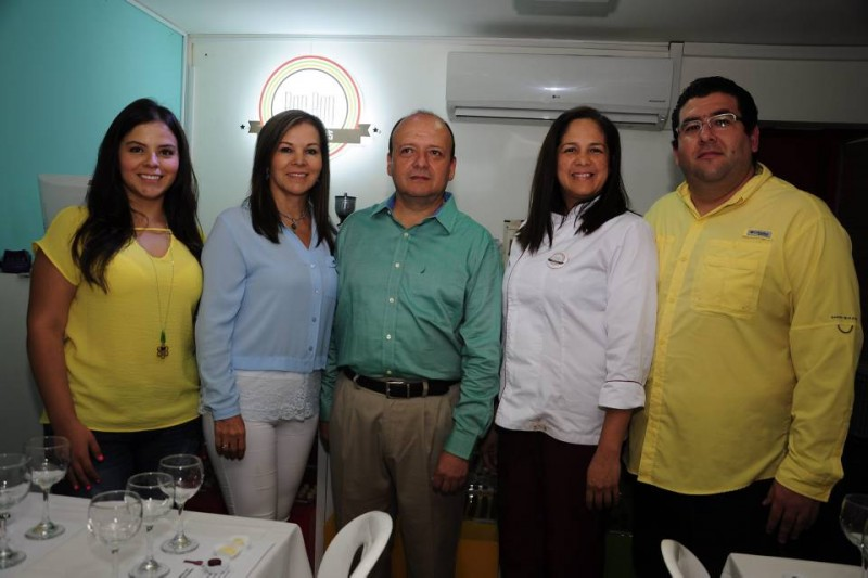 María Alejandra Gamarra, Imelva Montagut, Ricardo Gamarra, Ayarin Hernández y William Carrillo. - Didier Niño / GENTE DE CABECERA