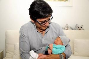 Este arquitecto ( Bucba Arquitectos) disfruta de su rol de papá desde el pasado 9 de junio, cuando nació su pequeña Emma.