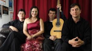 Silvia Viviana Bautista y su agrupación.