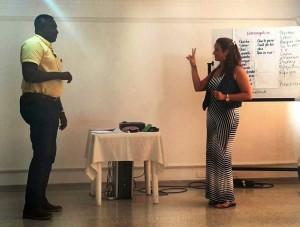 Representantes de los hoteles de Cabecera participaron en la capacitación sobre el lenguaje de señas. - Suministrada / GENTE DE CABECERA