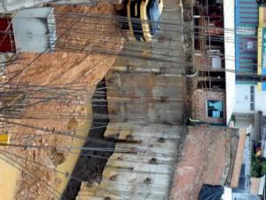 Los vecinos de esta obra piden más control por parte de quienes la dirigen y así evitar que se siga empozando el agua. - Suministrada / GENTE DE CABECERA
