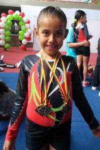 Silvia Nathalia Guzmán Serrano con sus tres medallas. - Suministrada / GENTE DE CABECERA