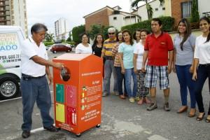 Los residentes del conjunto Girasol, en el sector de El Tejar, se mostraron satisfechos con la caneca que les instalaron