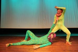 El colectivo TeatrOcvlto protagoniza la obra infantil 'La guerra de los cocodrilos'. - Suministrada / GENTE DE CABECERA