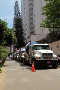 Un carril de la carrera 38 es invadido por varios camiones. - Javier Gutiérrez / GENTE DE CABECERA
