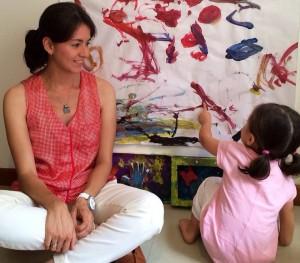 Ángela María Carreño Olarte trata de poner en práctica el método y su experiencia en el tema con su hija