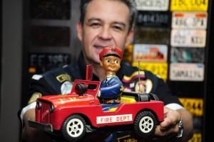 Uno de los artículos que más cuida en su 'museo' es su primer carrito de juguete
