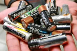 Recolecte las pilas usadas y cuando tenga una buena cantidad las deposita en uno de los puntos ecológicos.