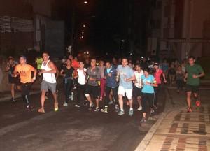Los integrantes de Running Bucaramanga recorren las calles de Cabecera los jueves en la noche. - Javier Gutiérrez / GENTE DE CABECERA