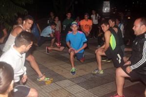 Los deportistas resaltan la importancia de hacer estiramiento antes de iniciar su ruta
