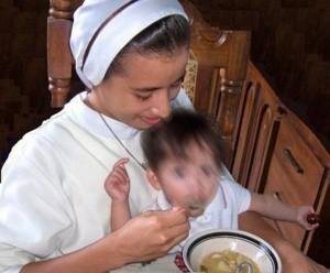 La comunidad religiosa asiste a las madres solteras de bajos recursos económicos y a sus hijos. - Tomada de Internet / GENTE DE CABECERA