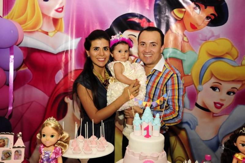 Katherine Pineda, Martina Fonseca y Freddy Fonseca. - Didier Niño / GENTE DE CABECERA