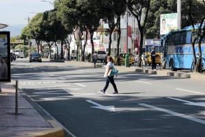Varios ciudadanos del sector de Sotomayor y Nuevo Sotomayor solicitan un puente peatonal o reductores de velocidad para poder cruzar la carrera 27. - Fabián Hernández / GENTE DE CABECERA