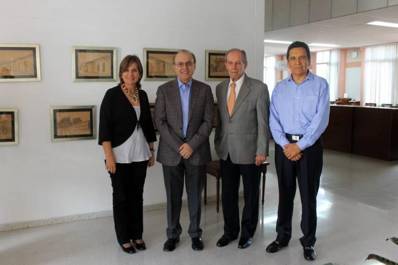 Eulalia García; Riaz Khadem, consultor internacional; Alberto Montoya Puyana, rector de la Unab, y Gilberto Ramírez. - Suministrada / GENTE DE CABECERA