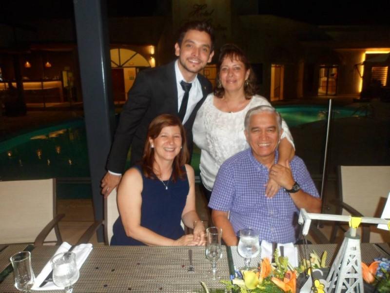 Carlos Alfonso Díaz Rangel y Elvira Rangel Hernández. Sentados: Carmen Cecilia Cabrales de Criado y Jairo Criado. - Suministrada / GENTE DE CABECERA