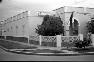 Esta fue una de las sedes de la Alianza Francesa de Bucaramanga, en el año 1982, ubicada en la calle 52 # 23 – 62 (izquierda) y la la sede actual de la AF, desde 2005 ubicada en nuestro sector de Cabecera (derecha)
