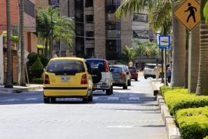 El constante tráfico y ruido tiene desesperados a los vecinos de la carrera 38 entre calles 51 y 48. - Fabián Hernández / GENTE DE CABECERA