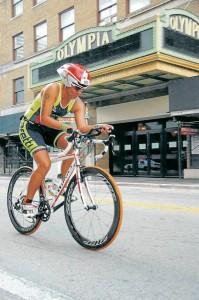 Kelly Cadena es una consagrada deportista bumanguesa. Luego de ser nadadora, basquetbolista y squashista, ahora es triatleta. - Suministrada/ GENTE DE CABECERA