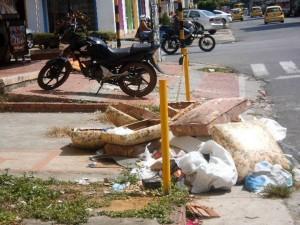 Estos escombros fueron, al parecer, botados por un vecino del barrio La Aurora. - Suministrada / GENTE DE CABECERA