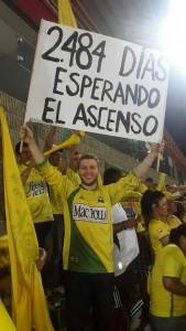 Miguel Mauricio Galindo Ariza narró su hazaña para ser visto con su cartel, en el partido del ascenso a la A del Atlético Bucaramanga. - Suministrada / GENTE DE CABECERA