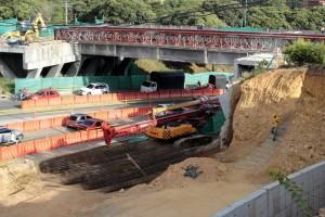 A la fecha solo se ha logrado la demolición del costado norte del puente de Conucos. - Fabián Hernández / GENTE DE CABECERA