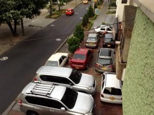"""""""Ahora los parqueaderos de los hoteles están en pleno andén"""", dice la persona que presentó la denuncia. - Suministrada / GENTE DE CABECERA"""