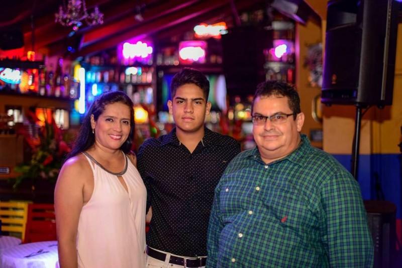 Luz Adriana Bárcenas, Jhoan Sebastián Reyes Bárcenas y Manuel Reyes. - Suministrada /GENTE DE CABECERA