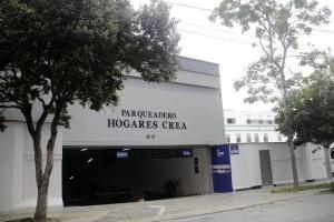 El parqueadero del Colegio San Pedro Claver es administrado por Hogares Crea. - Javier Gutiérrez/ GENTE DE CABECERA