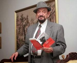 El maestro Ramiro Lagos ha publicado más de 30 obras, la mayoría de poesía. - Tomada de Internet / GENTE DE CABECERA