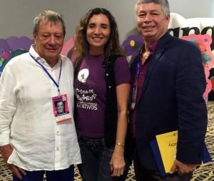 El empresario Mario Hernández, Olga Lucía Rueda Sandoval, coordinadora de equipo Minibrainers UPB y Pedro Uribe, director internacional de Microsoft para América Latina
