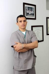 El bumangués Gabriel Quintero es uno de los 15 profesionales en Quiropráctica que hay en el país. - Fabián Hernández / GENTE DE CABECERA