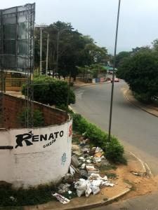 Los residuos acumulados están afectando la salud de los vecinos, especialmente de los niños. - Suministrada / GENTE DE CABECERA