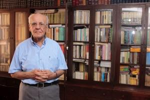 Esta es la biblioteca principal de Jaime Luis, ubicada en Cabecera del Llano. Actualmente él vive en otro apartamento donde tiene una más modesta, con algo más de 200 libros. - Fabián Hernández/GENTE DE CABECERA