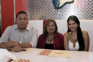 Carlos Burbano, Ofelia Cárdenas y Diana Burbano
