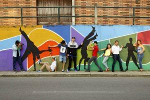 El Festival 100en1día es liderado por el colectivo CiudArte, que está integrado por un grupo interdisciplinario de jóvenes profesionales